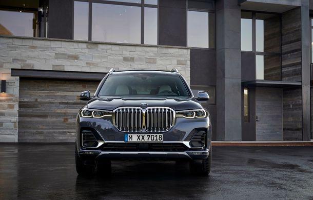 Oficial: BMW X7 se prezintă. Cel mai mare SUV din gama bavarezilor oferă 7 locuri și motorizări de până la 400 CP în Europa - Poza 5
