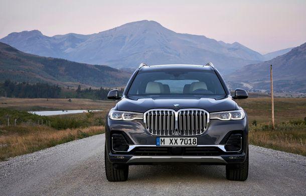 Oficial: BMW X7 se prezintă. Cel mai mare SUV din gama bavarezilor oferă 7 locuri și motorizări de până la 400 CP în Europa - Poza 11