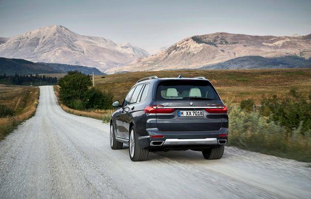 Oficial: BMW X7 se prezintă. Cel mai mare SUV din gama bavarezilor oferă 7 locuri și motorizări de până la 400 CP în Europa - Poza 13