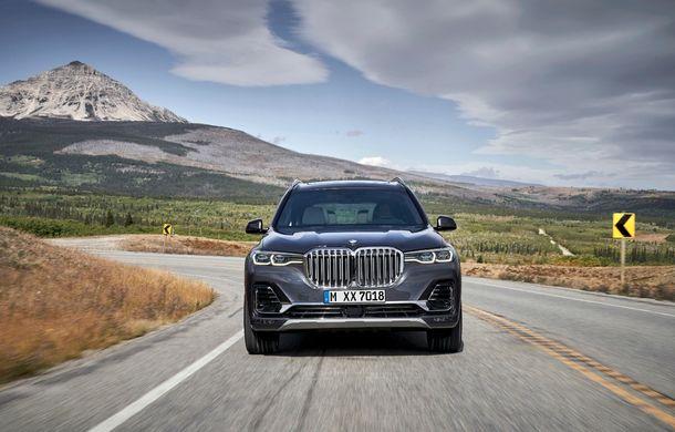 Oficial: BMW X7 se prezintă. Cel mai mare SUV din gama bavarezilor oferă 7 locuri și motorizări de până la 400 CP în Europa - Poza 24