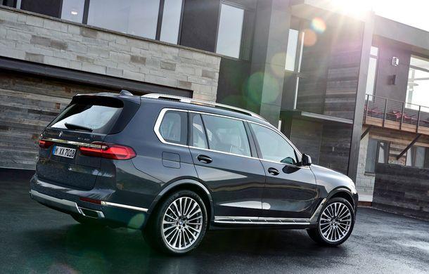 Oficial: BMW X7 se prezintă. Cel mai mare SUV din gama bavarezilor oferă 7 locuri și motorizări de până la 400 CP în Europa - Poza 7