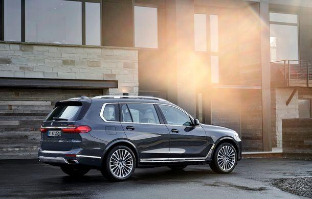 Oficial: BMW X7 se prezintă. Cel mai mare SUV din gama bavarezilor oferă 7 locuri și motorizări de până la 400 CP în Europa - Poza 6