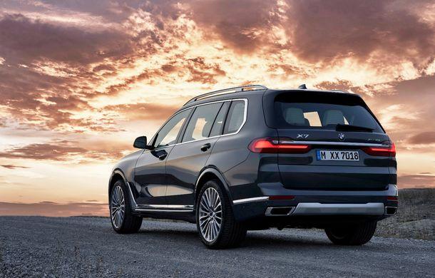 Oficial: BMW X7 se prezintă. Cel mai mare SUV din gama bavarezilor oferă 7 locuri și motorizări de până la 400 CP în Europa - Poza 12
