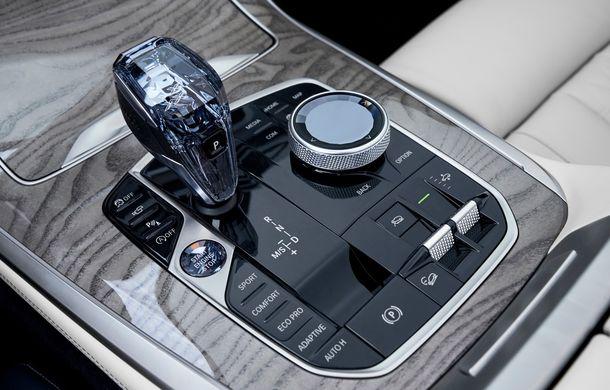 Oficial: BMW X7 se prezintă. Cel mai mare SUV din gama bavarezilor oferă 7 locuri și motorizări de până la 400 CP în Europa - Poza 34