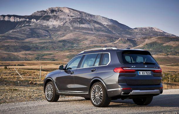 Oficial: BMW X7 se prezintă. Cel mai mare SUV din gama bavarezilor oferă 7 locuri și motorizări de până la 400 CP în Europa - Poza 14