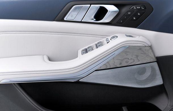 Oficial: BMW X7 se prezintă. Cel mai mare SUV din gama bavarezilor oferă 7 locuri și motorizări de până la 400 CP în Europa - Poza 33