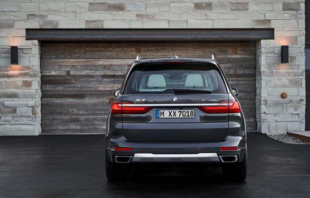 Oficial: BMW X7 se prezintă. Cel mai mare SUV din gama bavarezilor oferă 7 locuri și motorizări de până la 400 CP în Europa - Poza 8