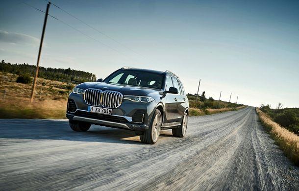 Oficial: BMW X7 se prezintă. Cel mai mare SUV din gama bavarezilor oferă 7 locuri și motorizări de până la 400 CP în Europa - Poza 3