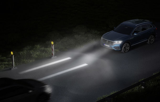 Volkswagen dezvoltă noi tehnologii de iluminare: semnături personalizate și indicații pentru orientare și parcare - Poza 1