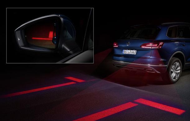 Volkswagen dezvoltă noi tehnologii de iluminare: semnături personalizate și indicații pentru orientare și parcare - Poza 4