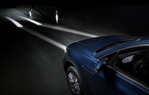 Volkswagen dezvoltă noi tehnologii de iluminare: semnături personalizate și indicații pentru orientare și parcare - Poza 2