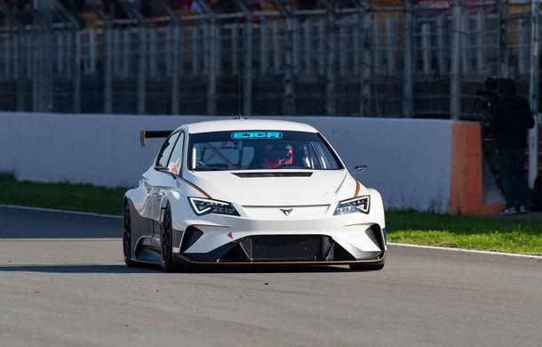 Prima apariție pe circuit a lui Cupra e-Racer: modelul electric va putea fi admirat din 2020 în cadrul unui campionat de turisme - Poza 4