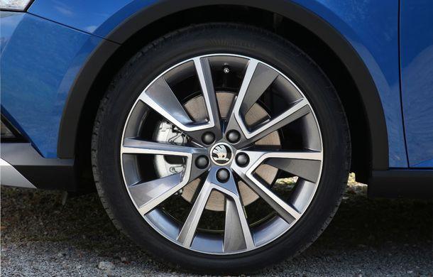 Primele imagini cu Skoda Fabia Combi Scoutline facelift: protecții suplimentare și doar motorizări pe benzină - Poza 14