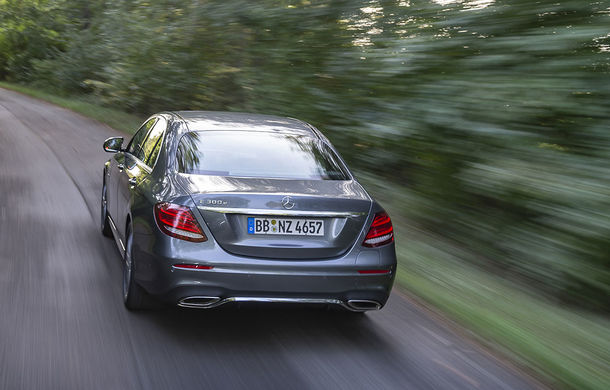 O nouă șansă pentru tehnologia diesel? Prim contact cu hibrizii plug-in diesel-electric care își fac loc în gama Mercedes-Benz Clasa C și Clasa E - Poza 14