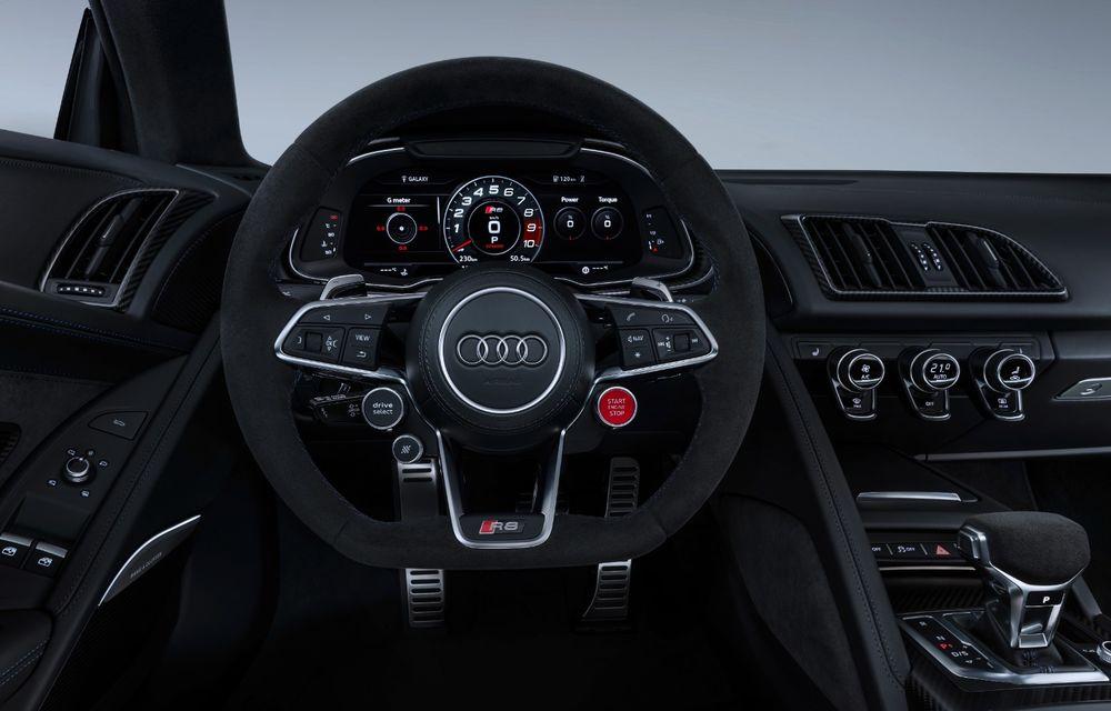 Audi R8 facelift, poze și detalii oficiale: modificări estetice minore, îmbunătățiri la nivelul suspensiei și motoare mai puternice - Poza 15