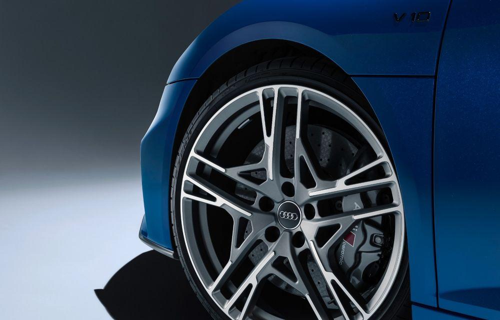 Audi R8 facelift, poze și detalii oficiale: modificări estetice minore, îmbunătățiri la nivelul suspensiei și motoare mai puternice - Poza 12