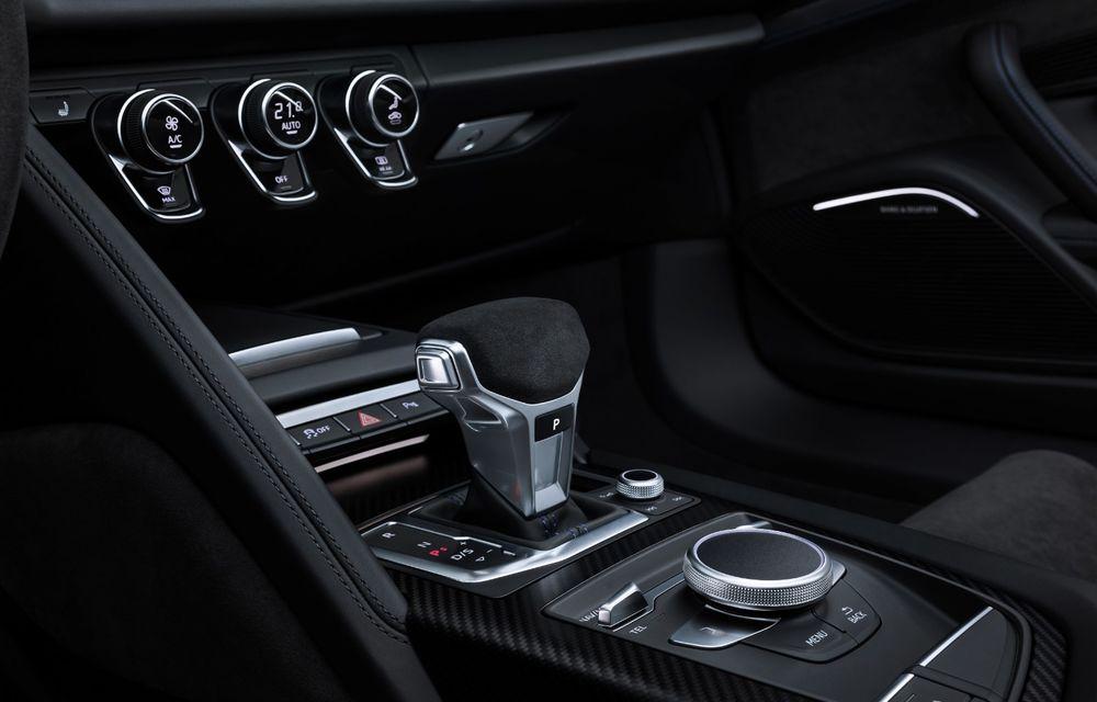 Audi R8 facelift, poze și detalii oficiale: modificări estetice minore, îmbunătățiri la nivelul suspensiei și motoare mai puternice - Poza 16