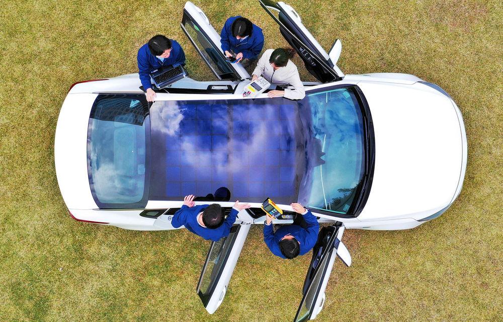 Hyundai și Kia vor introduce panouri solare pe plafonul unor modele: sistemul, disponibil inclusiv pentru mașini cu motoare termice - Poza 1