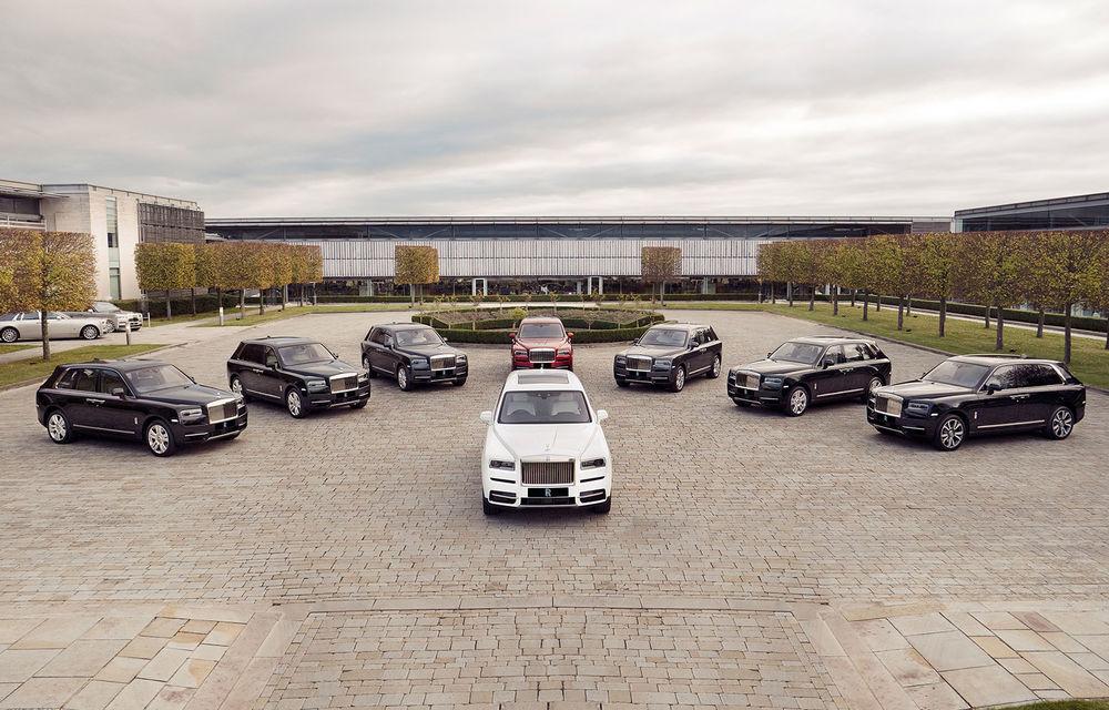 Primele exemplare Rolls-Royce Cullinan au pășit pe poarta uzinei constructorului britanic: cel mai scump SUV din lume are un V12 cu 571 CP - Poza 1