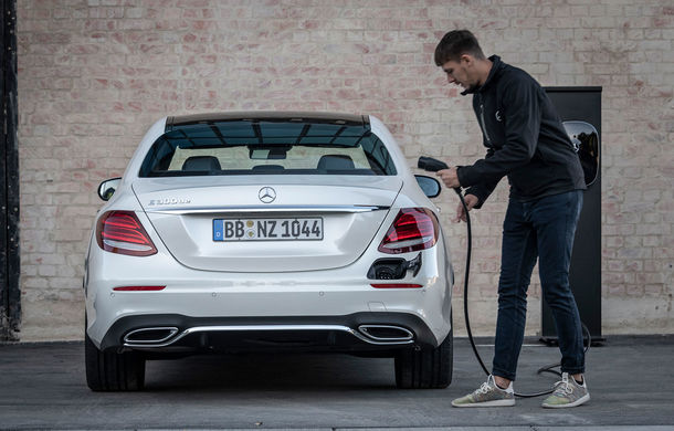 Noua generație de hibrizi plug-in Mercedes-Benz este disponibilă și în România: Clasa E 300de pleacă de la 60.300 de euro, iar Clasa S 560e pornește de la 125.400 de euro - Poza 1