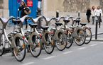 Paris va lansa un serviciu de închiriere cu 10.000 de biciclete electrice: prețul este de 40 de euro pe lună