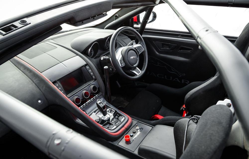 Aniversare în stil britanic: Jaguar a transformat două exemplare F-Type Cabrio în mașini destinate raliurilor pentru a sărbători 70 de ani de la debutul lui XK 120 - Poza 17