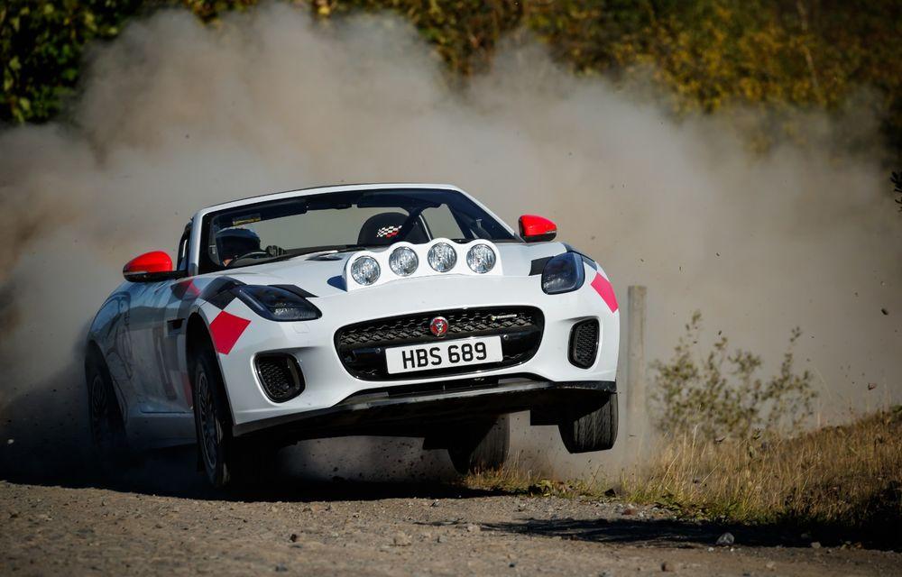 Aniversare în stil britanic: Jaguar a transformat două exemplare F-Type Cabrio în mașini destinate raliurilor pentru a sărbători 70 de ani de la debutul lui XK 120 - Poza 3