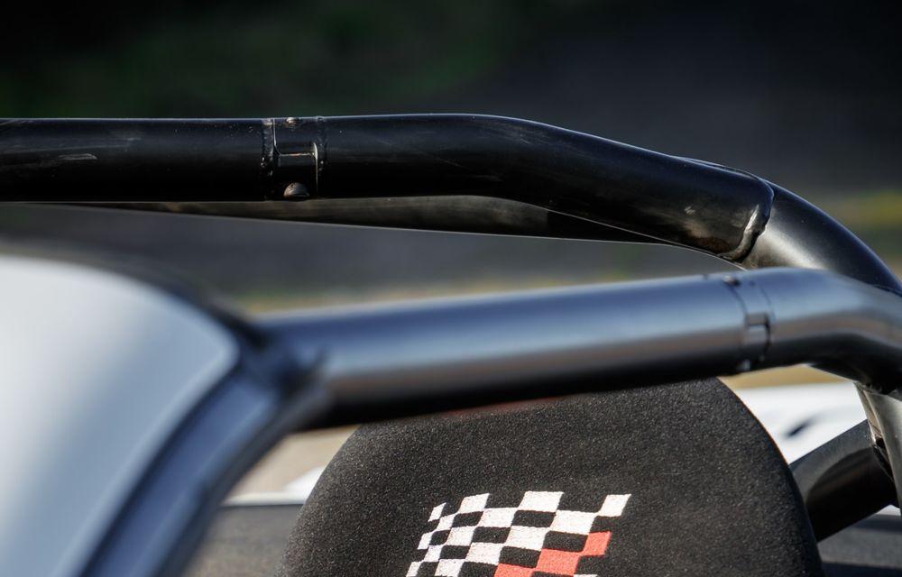 Aniversare în stil britanic: Jaguar a transformat două exemplare F-Type Cabrio în mașini destinate raliurilor pentru a sărbători 70 de ani de la debutul lui XK 120 - Poza 19