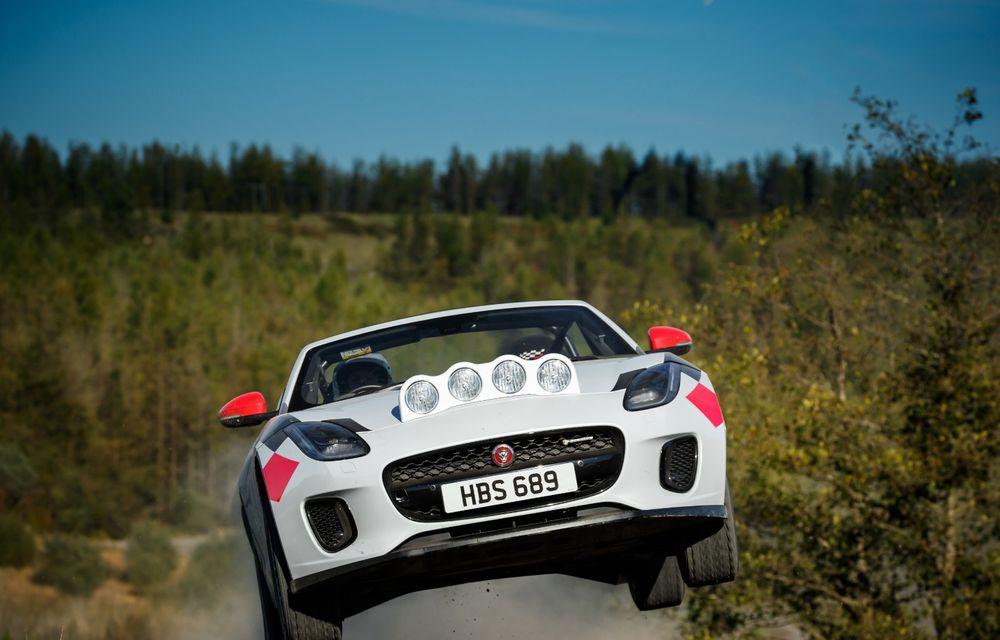 Aniversare în stil britanic: Jaguar a transformat două exemplare F-Type Cabrio în mașini destinate raliurilor pentru a sărbători 70 de ani de la debutul lui XK 120 - Poza 2