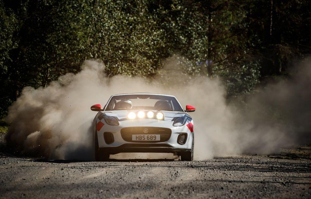 Aniversare în stil britanic: Jaguar a transformat două exemplare F-Type Cabrio în mașini destinate raliurilor pentru a sărbători 70 de ani de la debutul lui XK 120 - Poza 4