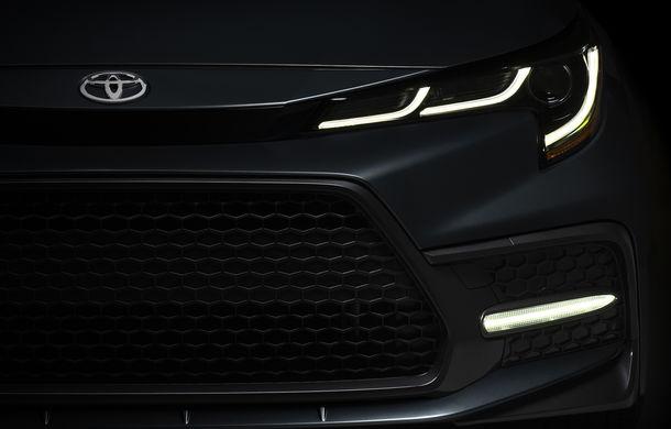 Un nou teaser pentru Toyota Corolla sedan: partea frontală și luminile de zi LED, parțial dezvăluite - Poza 1