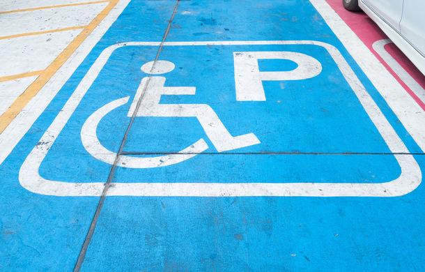 Proiect: amendă de până la 10.000 de lei și ridicarea mașinii pentru parcarea pe locurile destinate persoanelor cu handicap - Poza 1