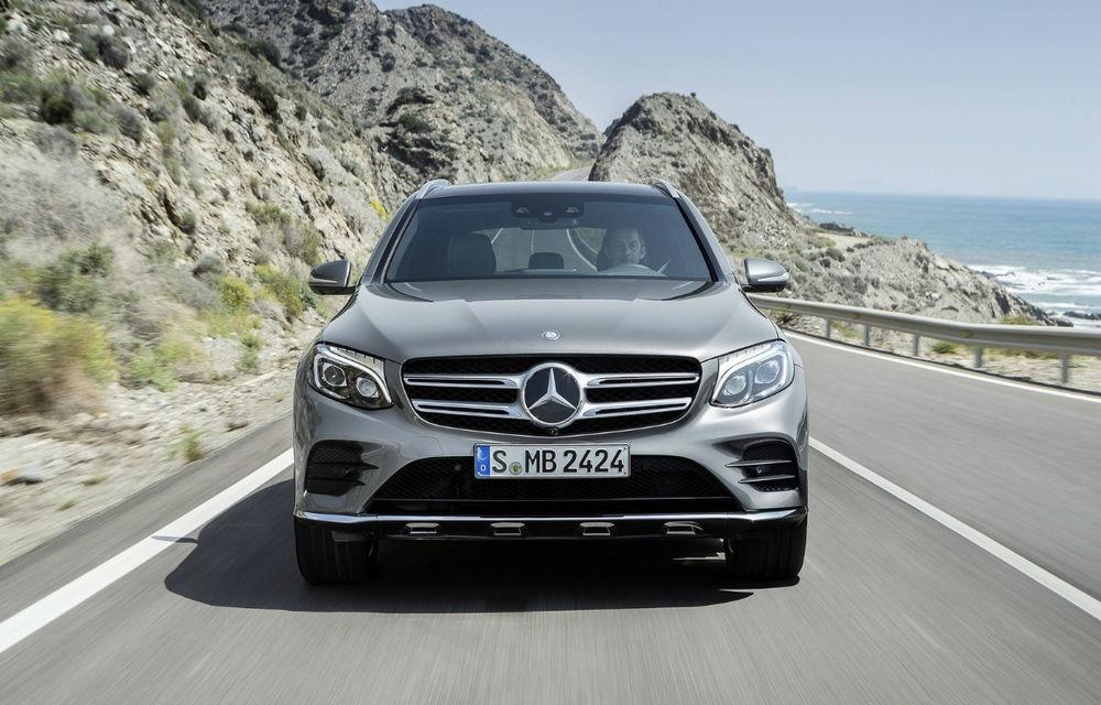 Vânzări premium în octombrie: BMW și Mercedes-Benz îmbunătățesc rezultatele de anul trecut, în timp ce Audi înregistrează o scădere considerabilă - Poza 1