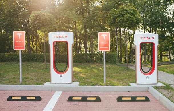 Primele detalii despre Tesla Model 3 pentru Europa: sedanul va putea fi încărcat și la stații cu portul standard CCS - Poza 1