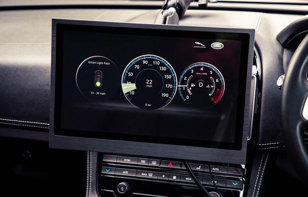 """Jaguar Land Rover se alătură proiectului prin care vei prinde mereu verde la semafor: """"Tehnologia va apărea pe mașini în 3 ani"""" - Poza 2"""