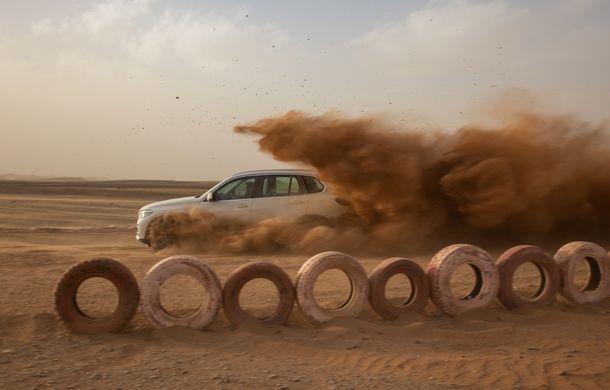 """Virajele circuitului de Formula 1 de la Monza, """"desenate"""" în nisipul deșertului Sahara: BMW X5 a fost modelul care a înfruntat traseul din Maroc - Poza 5"""