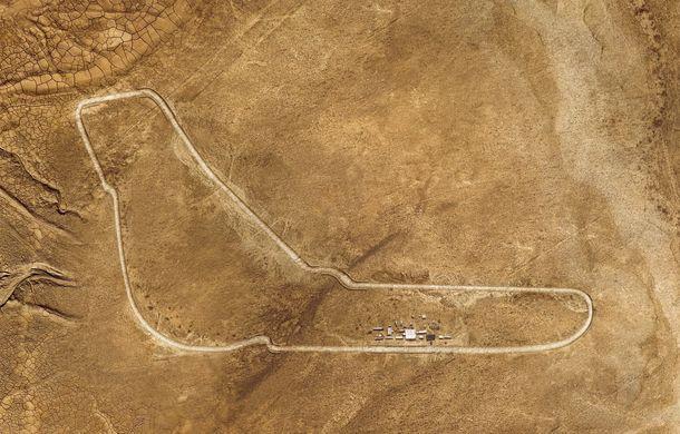 """Virajele circuitului de Formula 1 de la Monza, """"desenate"""" în nisipul deșertului Sahara: BMW X5 a fost modelul care a înfruntat traseul din Maroc - Poza 8"""