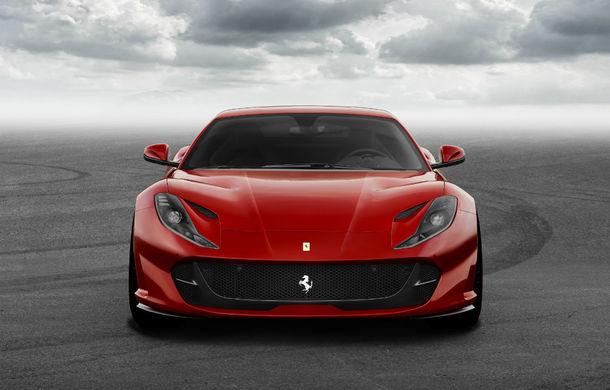 """Ferrari 812 ar putea primi o versiune decapotabilă: italienii iau în considerare un plafon de tip """"hardtop"""" asemănător cu cel de pe 488 Spider - Poza 1"""