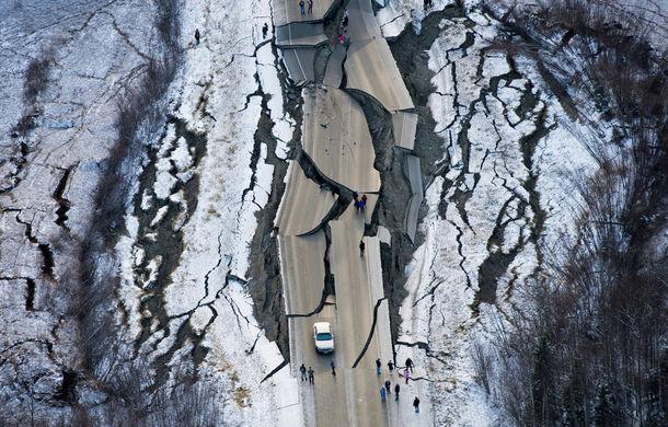 Cum reacționează autoritățile din Alaska la un dezastru natural: un drum expres distrus de un cutremur de 7 grade a fost reparat în 4 zile - Poza 1