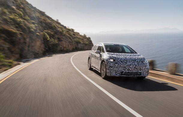 Primele imagini cu versiunea de serie a hatchback-ului Volkswagen ID: prezentarea modelului electric este programată în 2019 - Poza 2