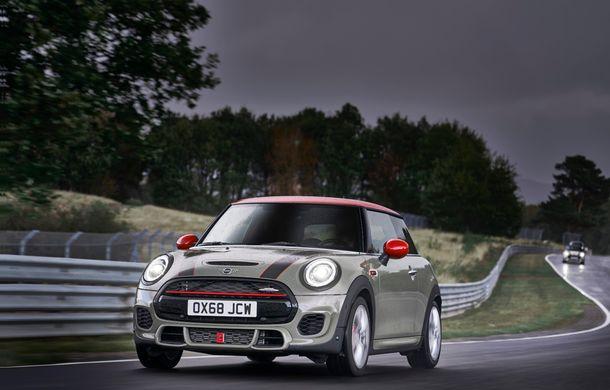 Mini John Cooper Works facelift revine în oferta producătorului britanic: motor pe benzină de 2.0 litri de 231 CP cu filtru de particule - Poza 2