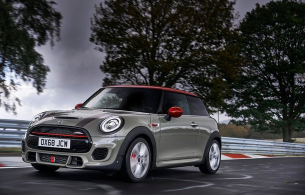 Mini John Cooper Works facelift revine în oferta producătorului britanic: motor pe benzină de 2.0 litri de 231 CP cu filtru de particule - Poza 6