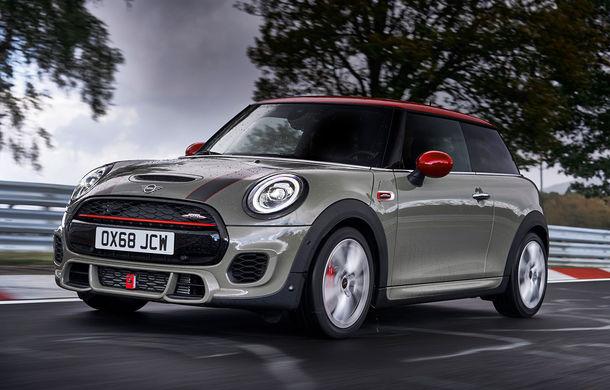 Mini John Cooper Works facelift revine în oferta producătorului britanic: motor pe benzină de 2.0 litri de 231 CP cu filtru de particule - Poza 1