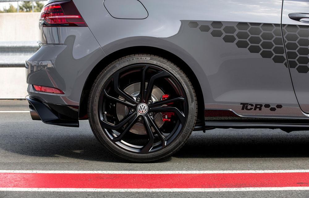 Cântecul de lebădă al actualului Volkswagen Golf: nemții lansează versiunea de stradă Golf GTI TCR cu 290 CP - Poza 2