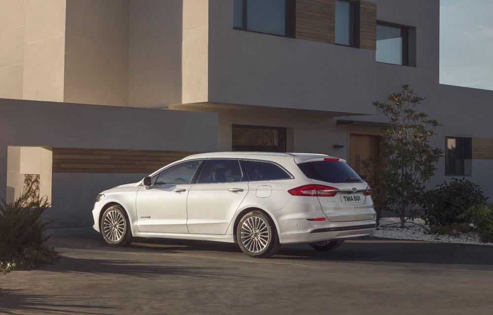 Ford Mondeo facelift, poze și informații oficiale: modificări minore la nivel estetic, motorizări îmbunățățite și versiune hibrid pe varianta break - Poza 6