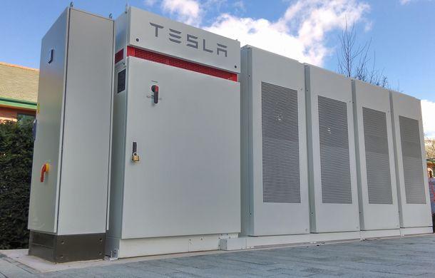 Volkswagen cumpără acumulatori ficși de dimensiuni mari de la Tesla: nemții vor să folosească sistemul Powerpack la stațiile de încărcare din SUA - Poza 1