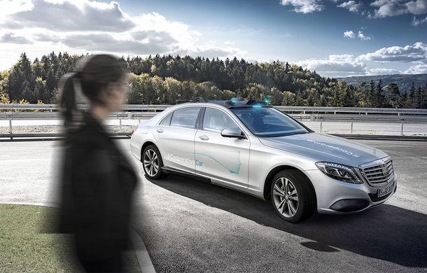 """Cum vom recunoaște o mașină autonomă în trafic? Mercedes-Benz a dezvoltat lumini turcoaz pentru """"comunicarea"""" cu pietonii și bicicliștii - Poza 4"""