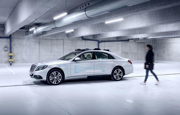 """Cum vom recunoaște o mașină autonomă în trafic? Mercedes-Benz a dezvoltat lumini turcoaz pentru """"comunicarea"""" cu pietonii și bicicliștii - Poza 2"""