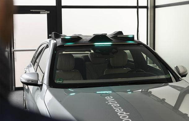 """Cum vom recunoaște o mașină autonomă în trafic? Mercedes-Benz a dezvoltat lumini turcoaz pentru """"comunicarea"""" cu pietonii și bicicliștii - Poza 6"""