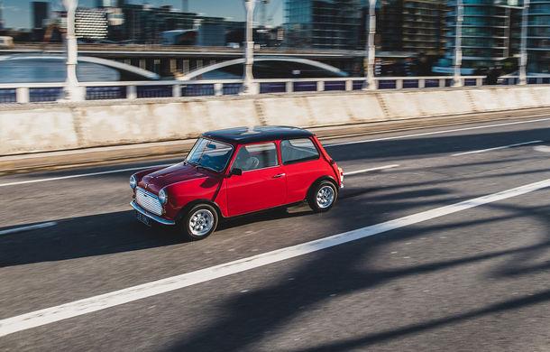 Tehnologii moderne împachetate în forme clasice: o companiei britanică a prezentat Swind E Classic Mini, un vehicul electric disponibil în doar 100 de unități - Poza 3